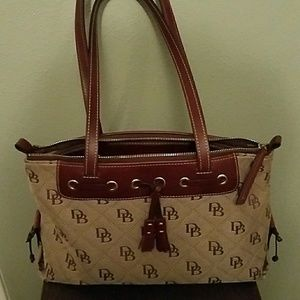 👜💯Dooney & Bourke Brown Tan tassel tote
